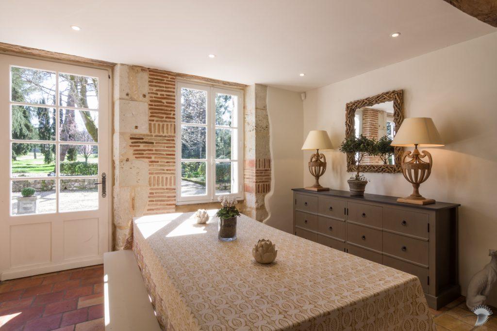 Chateau Breakfast Room Snug 3